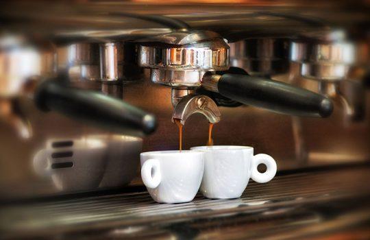 Prezzo caffè al bar IEI difende i baristi